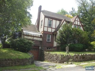 Tenafly Single Family Home For Sale: 52 Burlington Road