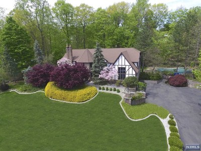 Franklin Lakes Single Family Home For Sale: 832 Winton Gate Lane
