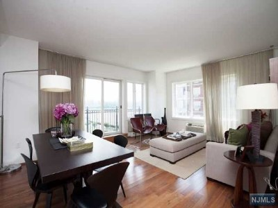 Edgewater Condo/Townhouse For Sale: 3219 City Place