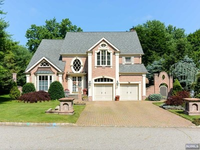 Mahwah Single Family Home For Sale: 2 Hetzel Drive