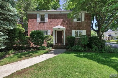 Teaneck Single Family Home For Sale: 1421 Hudson Road
