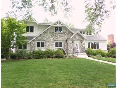 Teaneck Single Family Home For Sale: 496 Sunderland Road