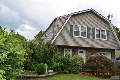 New Milford Single Family Home For Sale: 627 Columbia Street