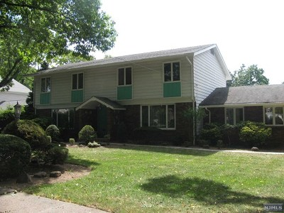 Teaneck Single Family Home For Sale: 110 Edgemont Place