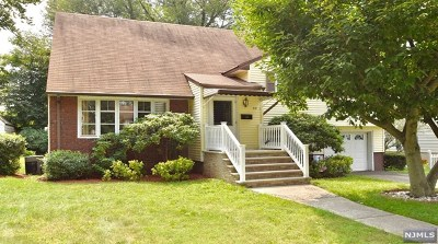 Teaneck Single Family Home For Sale: 218 Kings Court