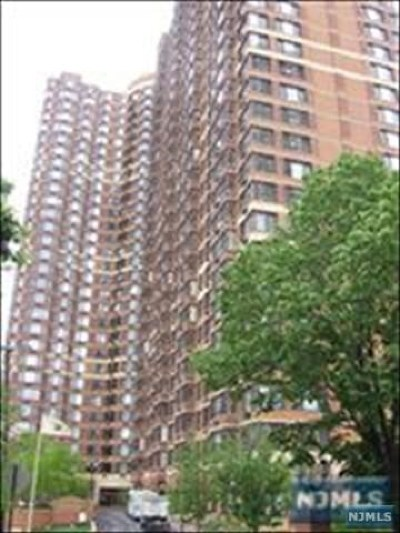 Fort Lee NJ Condo/Townhouse For Sale: $459,000
