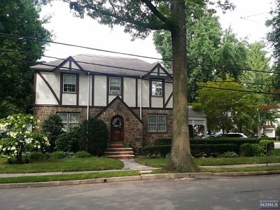 Teaneck Single Family Home For Sale: 17 Minell Place