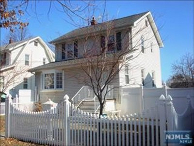 Teaneck Single Family Home For Sale: 287 Woodbine Street