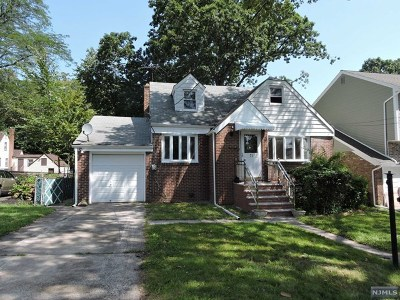 Teaneck Single Family Home For Sale: 71 Circle Drive Way