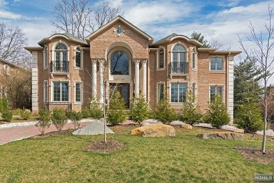 Englewood Cliffs Single Family Home For Sale: 36 Cambridge Place