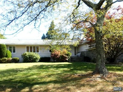 Englewood Cliffs Single Family Home For Sale: 67 Roberts Road