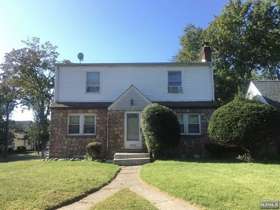 Teaneck Single Family Home For Sale: 40 West Forest Avenue