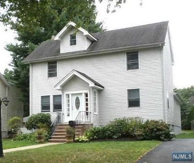 Teaneck Single Family Home For Sale: 152 Copley Avenue