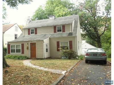 Teaneck Single Family Home For Sale: 1832 Longview Court
