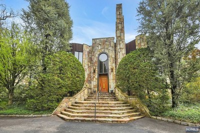 Englewood Single Family Home For Sale: 15 Chestnut Court