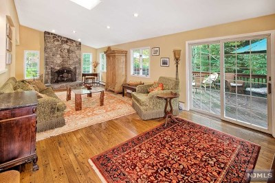 Upper Saddle River Single Family Home For Sale: 44 Old Stone Church Road