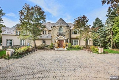 Cresskill Single Family Home For Sale: 77 Hoover Drive