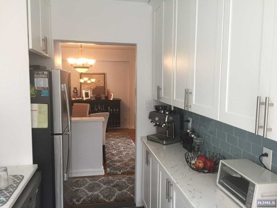 North Bergen Condo/Townhouse For Sale: 8450 Boulevard East #3b