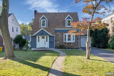 Teaneck Single Family Home For Sale: 1116 Bromley Avenue