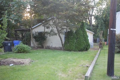 Englewood Single Family Home For Sale: 422 Curry Avenue