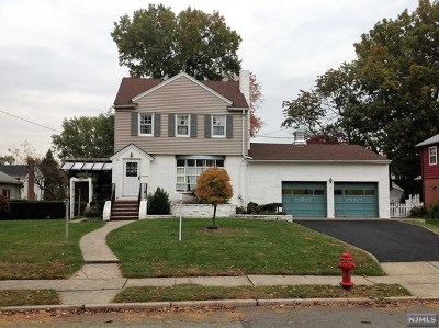 Saddle Brook Single Family Home For Sale: 79 North Leswing Avenue