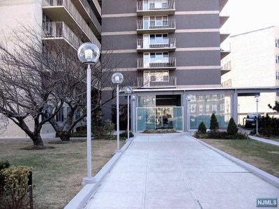 West New York Condo/Townhouse For Sale: 6040 Boulevard East #18j
