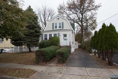 Teaneck Single Family Home For Sale: 141 Oak Street