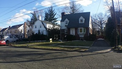 Teaneck Single Family Home For Sale: 446 Cumberland Avenue