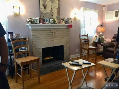 Englewood Single Family Home For Sale: 81 Knapp Place