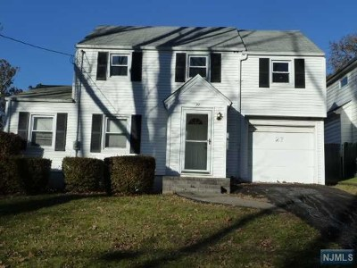 Teaneck Single Family Home For Sale: 27 Elmer Place