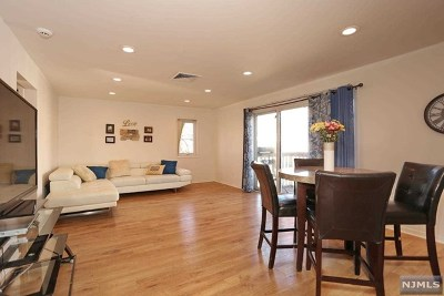 Englewood Condo/Townhouse For Sale: 69 Presidential Drive