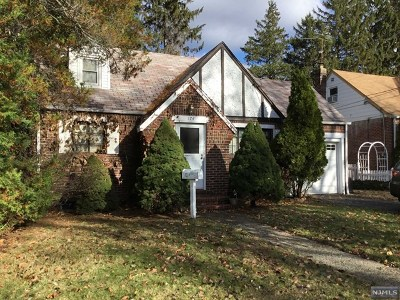 New Milford Single Family Home For Sale: 174 Clinton Avenue