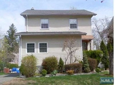 Teaneck Single Family Home For Sale: 145 Selvage Avenue