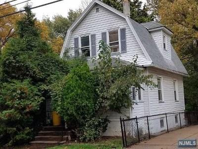 Teaneck Single Family Home For Sale: 1213 Tuxedo Square