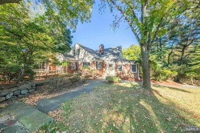 Ho-Ho-Kus Single Family Home For Sale: 825 West Saddle River Road