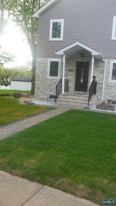 Teaneck Single Family Home For Sale: 554 Glenwood Avenue