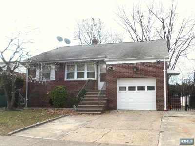 Hackensack Single Family Home For Sale: 317 Chestnut Avenue