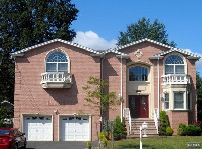 Paramus Single Family Home For Sale: 327 Forest Avenue