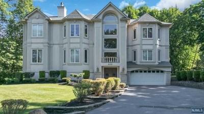 Franklin Lakes Single Family Home For Sale: 825 Hillside Avenue