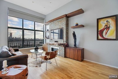 Weehawken Condo/Townhouse For Sale: 518-536 Gregory Avenue #A409