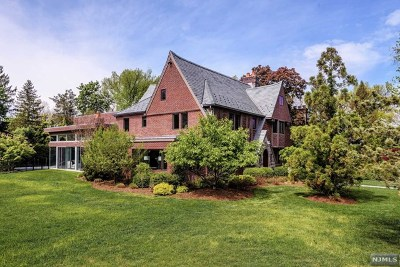 Teaneck Single Family Home For Sale: 552 Winthrop Road