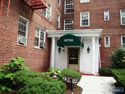 North Bergen Condo/Townhouse For Sale: 8750 East Boulevard #3c