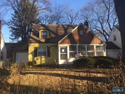 Teaneck Single Family Home For Sale: 1847 Longview Court