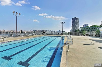 North Bergen Condo/Townhouse For Sale: 8350 Boulevard East #3h