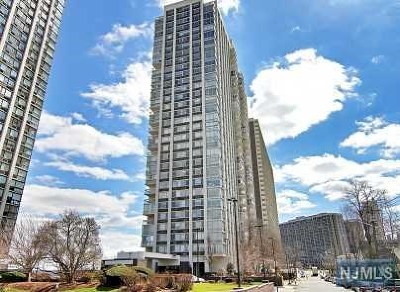 Fort Lee Condo/Townhouse For Sale: 1600 Parker Avenue #26/27f
