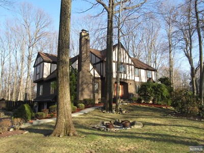 Franklin Lakes Single Family Home For Sale: 715 Arnold Drive