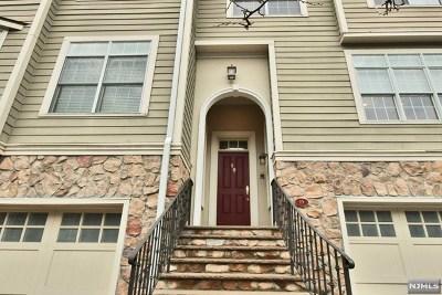 Englewood Condo/Townhouse For Sale: 19 Lexington Court