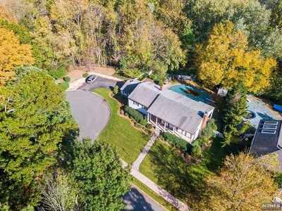 Ridgewood Single Family Home For Sale: 259 Sollas Court