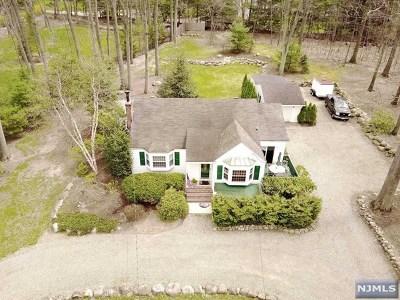 Franklin Lakes Single Family Home For Sale: 291 Woodside Avenue