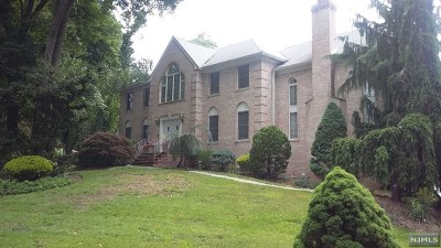 Woodcliff Lake Single Family Home For Sale: 2 Cricket Lane